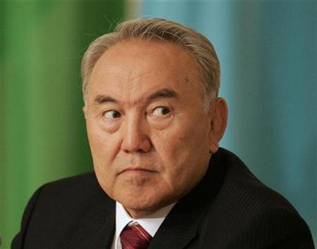 Kazakh President Nursultan Nazarbayev attends a news conference in Astana ,May 28, 2007. He may be experienced at fielding questions on geopolitics but when the Kazakh president logs on next week for his first Internet news conference he will have to tackle some more bizarre matters. REUTERS/Shamil Zhumatov