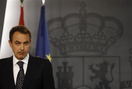 Spain's Prime Minister Jose Luis Rodriguez Zapatero makes a statement at the Moncloa Palace in Madrid June 5, 2007. REUTERS/Sergio Perez