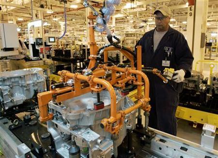 A General Motors Corp. assembly line worker assembles transmissions at the GM Powertrain plant in Warren, Michigan June 1, 2006. The U.S. jobs growth that economists have pointed to as the counterbalance to the country's housing slowdown is not as strong as it has seemed, said Wall Street strategist Barry Ritholtz on Wednesday. REUTERS/Rebecca Cook