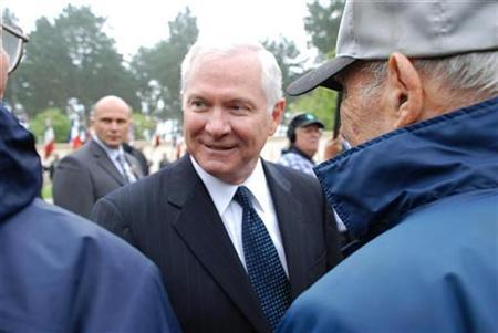 Defense Secretary Robert Gates meets with WWII veterans June 6, 2007. Iranian weapons are entering Afghanistan on such a scale that it is hard to believe Iran's government is not aware of the movement, Gates said on Wednesday.REUTERS/Kristin Roberts