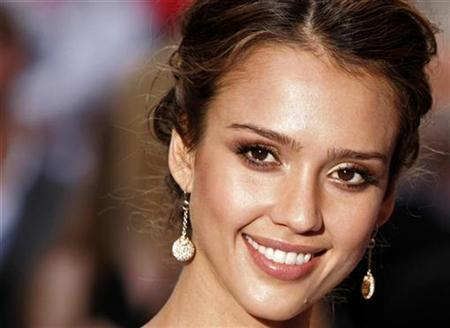 Actress Jessica Alba arrives for the world premiere of ''Fantastic Four: Rise of the Silver Surfer'' at the VUE cinema in Leicester Square, London June 12, 2007. REUTERS/Luke MacGregor