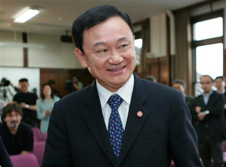 Ousted Thai prime minister Thaksin Shinawatra smiles at a news conference at Takushoku University in Tokyo June 7, 2007. Shinawatra plans to sue the military government for the return of the $1.8 billion (900 million pounds) of assets frozen by anti-graft investigators, the Financial Times said on Friday. REUTERS/Toshiyuki Aizawa