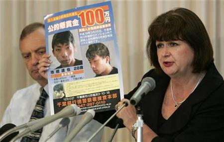 The parents of Lindsay Hawker, mother Julia (R) holding a wanted poster showing 28-year-old Tatsuya Ichihashi, wanted in connection with the death of Lindsay Hawker, and father Bill, attend a news conference at the British embassy in Tokyo June 29, 2007. REUTERS/Toru Hanai
