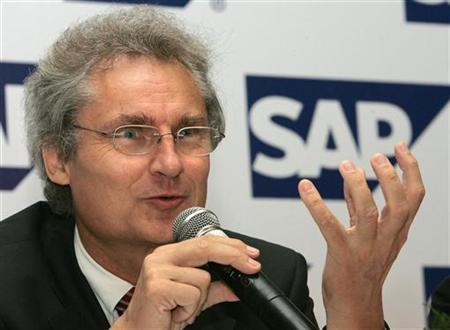 Henning Kagermann, Chief Executive of German software maker SAP, gestures during a news conference in New Delhi August 2, 2006. Oracle's search for a smoking gun to prove the truth of its allegations that rival SAP stole its software is likely to be long and arduous, making an out-of-court settlement attractive for both parties. REURERS/Kamal Kishore