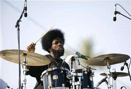 Ahmir ''?uestlove'' Thompson performs with The Roots at the Coachella Music Festival in Indio, California, April 29, 2007. VH1 is preparing to announce two multi-artist tours, Billboard has learned. REUTERS/Mario Anzuoni