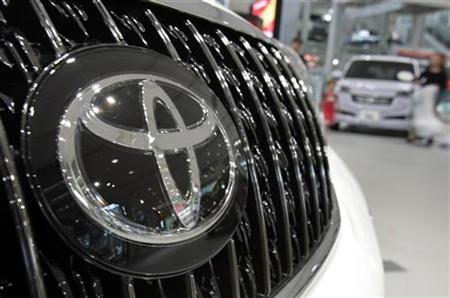 A logo of Toyota Motor Corp's vehicle is seen at a showroom in Tokyo, May 9, 2007. As U.S. auto workers negotiate with the faltering Big Three under intense pressure to surrender benefits, employees at Toyota's flagship U.S. plant want what their blue-collar counterparts in Detroit have: union representation. REUTERS/Yuriko Nakao