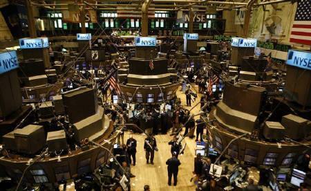 8月1日、市場関係者の間では、米国の信用収縮が景気減速要因となる可能性を指摘する声が。写真はニューヨーク証券取引所。7月撮影(2007年 ロイター/Brendan McDermid)