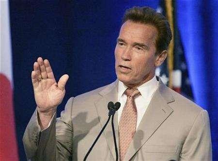 California Gov. Arnold Schwarzenegger speaks at a summit conference on global climate change in Miami, Florida July 13, 2007. Western U.S. states and Canadian provinces, spearheaded by California Gov. Arnold Schwarzenegger, said on Wednesday they agreed to cut emissions linked to global warming by 15 percent below 2005 levels by 2020. REUTERS/Joe Skipper