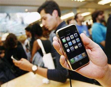 The new iPhone is seen inside the Apple Store in New York, June 29, 2007. The iPhone outsold all smartphones in the United States in July, its first full month on sale, accounting for 1.8 percent of all U.S. mobile handset sales, research group iSuppli said on Tuesday. REUTERS/Shannon Stapleton