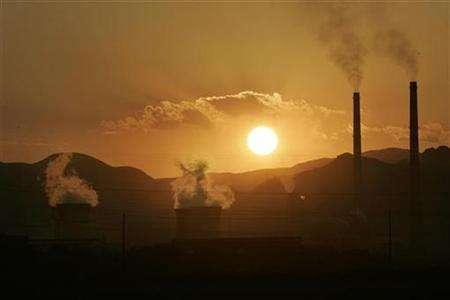 Chimneys are seen at an oil refinery in Lanzhou, capital of northwest China's Gansu province, July 23, 2007. The world will probably exceed a global warming limit which the European Union calls dangerous, scientists at Britain's MetOffice Hadley Centre said on Tuesday, presenting a new, 5-year research program. REUTERS/Aly Song