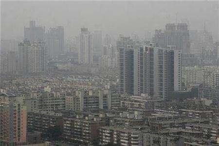 Buildings are seen during a hazy day in Tianjin municipality, September 13, 2007. REUTERS/Vincent Du