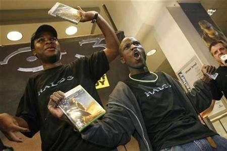 Gaming fans Uchendu Nwachukwu (L) and Darnell Jefferson celebrate after receiving free copies of the Xbox 360 video game ''Halo 3'' after it went on sale in New York September 25, 2007. Microsoft Corp said on Thursday that its ''Halo 3'' video game racked up worldwide sales of $300 million in its first week, making it one of the year's best sellers and helping to nearly double sales of its Xbox 360 console. REUTERS/Keith Bedford