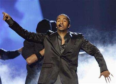Omarion performs ''Ice Box'' at the 21st Annual Soul Train Music Awards in Pasadena, California, March 10, 2007. R&B star Omarion plays Rob, an aspiring rapper who is sent by his mother to Puerto Rico after he runs afoul of a local gang in ''Feel the Noise''. REUTERS/Mario Anzuoni