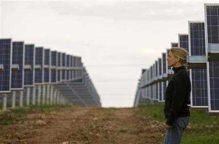 An engineer walks between sun power panels at a plant in Serpa, southern Portugal, March 27, 2007. Global sales from clean energy sources like wind, solar and geothermal power and biofuels could grow to as much as $1 trillion a year by 2030, U.S. bank Morgan Stanley has estimated. REUTERS/Jose Manuel Ribeiro