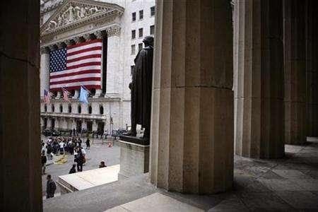 A view of the New York Stock Exchange in New York, April 18, 2007. Some of the biggest U.S. exchanges are eyeing a piece of the global carbon trading market, which is expected to double in size by 2012 from current levels as governments and industry step up efforts to reduce pollution. REUTERS/Eric Thayer