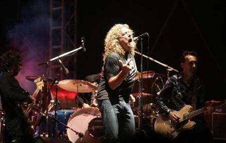 Robert Plant of Led Zeppelin, performs at the main stage during the Exit music festival in the Serbian town of Novi Sad July 12, 2007. A man from Glasgow paid 83,000 pounds for a pair of tickets to a one-off Led Zeppelin reunion gig in London on December 10, according to the BBC which organised the charity auction. REUTERS/Marko Djuric