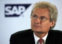 <p>Henning Kagermann, président du directoire de SAP. Le cours du titre du groupe allemand de logiciels connaît une nette hausse à la Bourse de Francfort sur une rumeur d'OPA de la part du géant américain Microsoft. /Photo prise le 28 août 2007/REUTERS/Vijay Mathur</p>