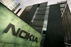 <p>Le finlandais Nokia s'attend à atteindre une marge opérationnelle de 20% environ d'ici un à deux ans dans son activité combinés, et de 16 à 17% à l'échelle du groupe. /Photo prise le 18 octobre 2007/REUTERS/Antti Aimo-Koivisto/Lehtikuva</p>