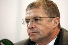 <p>Заместитель главы Газпрома Александр Медведев на пресс-конференеции в центре АТЭС в Сиднее 8 сентября 2007 года. Газпром вправе поднять внутренние цены на газ в России на 25 процентов, сообщила во вторник Федеральная служба по тарифам о решении, принятие которого до воскресных парламентских выборов не состоялось. (REUTERS/Mick Tsikas)</p>
