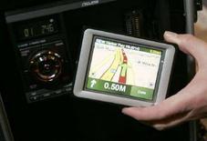 <p>Lo schermo del navigatore Eclipse VN2210p, che contiene un'unità portatile del Gps TomTom. REUTERS/Rick Wilking</p>