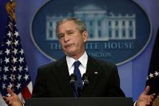 <p>Президент США Джордж Буш выступает на пресс-конференции в Белом доме в Вашингтоне 4 декабря 2007 года. Иран по-прежнему несет угрозу мировому сообществу, заявил президент США Джордж Буш, хотя во вторник американские спецслужбы сообщили, что Тегеран остановил разработку ядерного оружия еще четыре года назад. (REUTERS/Jim Young)</p>