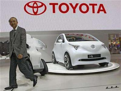 Toyota Motor Corp President Katsuaki Watanabe leaves the stage after presenting the iQ concept vehicle during the 40th Tokyo Motor Show in Chiba, east of Tokyo October 24, 2007. REUTERS/Kim Kyung-Hoon