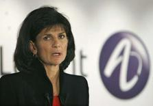 <p>La directrice générale d'Alcatel-Lucent, Patricia Russo. Flag Telecom, du deuxième opérateur mobile indien Reliance Communications, a attribué un contrat à Alcatel-Lucent portant sur la construction d'un câble sous-marin. /Photo d'archives/REUTERS/Philippe Wojazer</p>