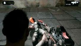 """<p>Ubisoft a revu en hausse ses prévisions de chiffre d'affaires et de résultat opérationnel pour l'exercice 2007-2008. Ces relèvements de prévisions sont liés notamment au succès nettement supérieur aux attentes de son jeu """"Assassin Creed"""". /Photo prise le 22 août 2007/REUTERS/Arnd Wiegmann</p>"""