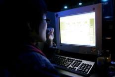 """<p>Bebo, le plus grand """"réseau social"""" sur internet américain, a annoncé le lancement d'une plateforme technologique destinée aux développeurs ainsi que des accords avec quelque 40 partenaires pour offrir de nouvelles applications à ses utilisateurs. /Photo d'archives/REUTERS/You Sung-Ho</p>"""