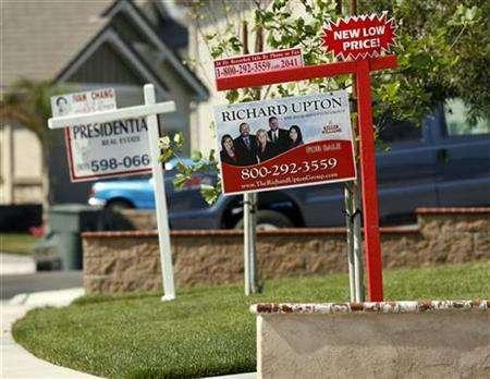 Two houses display 'For Sale' signs side by side on Mulan Street in Corona, California May 2, 2007. U.S. securities regulators have opened about three dozen investigations, including into such firms as UBS AG, related to the subprime market collapse, a person familiar with the matter said on Friday. REUTERS/Mark Avery