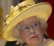 <p>Pour la première fois, le message télévisé de Noël de la reine Elizabeth d'Angleterre sera également diffusé sur internet via le site d'échanges de vidéos YouTube. /Photo prise le 23 novembre 2007/REUTERS/James Akena</p>