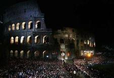 <p>Una immagine di archivio del Colosseo. REUTERS/Max Rossi</p>
