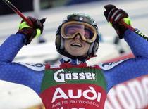 <p>L'italiana Denise Karbon festeggia la vittoria nello slalom gigante di Coppa del Mondo a Lienz. REUTERS/Leonhard Foeger (AUSTRIA)</p>