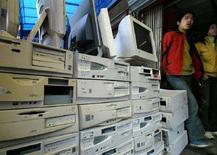 <p>Immagine d'archivio di un negozio di computer. REUTERS/Claro Cortes IV CC/CP</p>