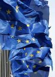 <p>La Commission européenne fera des propositions d'ici la mi-2008 pour encourager un marché commun du secteur de la musique, des films et des jeux sur internet. /Photo d'archives/REUTERS/Thierry Roge</p>