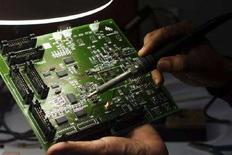 <p>Un ingegnere al lavoro su un microchip. SK/PB</p>