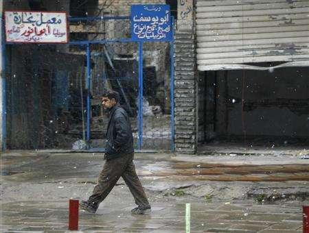 A resident walks along a street during snowfall in Baghdad January 11, 2008. REUTERS/Mahmoud Raouf Mahmoud