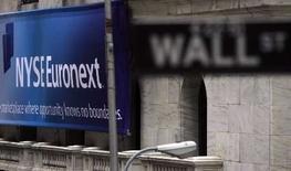 <p>L'opérateur boursier NYSE Euronext rachète l'éditeur non coté de logiciels Wombat Financial Software pour 200 millions de dollars, soit 134,6 millions d'euros. /Photo prise le 4 avril 2007/REUTERS/Eric Thayer</p>