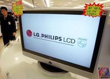 <p>Le fabricant d'écrans plats LG.Philips LCD publie le meilleur bénéfice trimestriel de son histoire, confirmant son rebond après les pertes subies un an plus tôt, une demande forte et une offre contenue lui ayant permis d'augmenter ses prix. /Photo d'archives/REUTERS/You Sung-Ho</p>