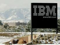 <p>Le résultat net des activités maintenues au titre du quatrième trimestre d'IBM (International Business Machines) a fait un bond de 24%, supérieur aux attentes. /Photo d'archives/REUTERS/Rick Wilking</p>