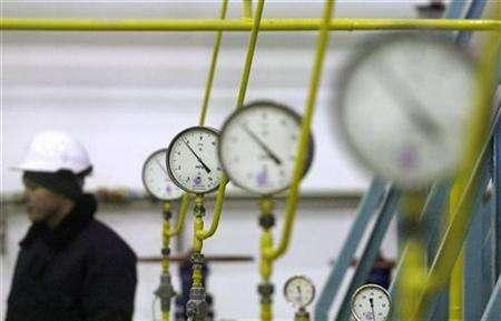 A worker stands next to pressure gauges at a newly opened oil and gas field, December 18, 2007. Environmental concerns in Finland over the Nord Stream consortium's plans to build a gas pipeline under the Baltic Sea from Russia to Germany could cause months or even years of delay to the project, officials said. REUTERS/Denis Sinyakov