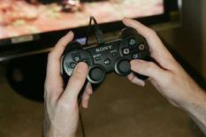 <p>Un ragazzo gioca con un videogame. REUTERS/Kimberly White (UNITED STATES)</p>