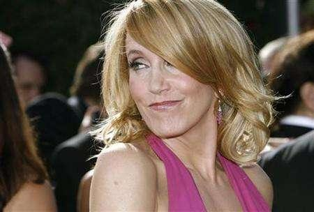 Felicity Huffman, from ''Desperate Housewives'' arrives at the 59th Primetime Emmy Awards in Los Angeles, California September 16, 2007. Huffman plays the mother of an obsessive compulsive girl played by Elle Fanning in ''Phoebe in Wonderland''. REUTERS/Mario Anzuoni