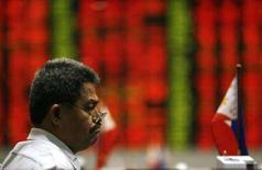 <p>Un trader al lavoro. REUTERS/John Javellana</p>