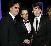 "<p>I registi Joel Coen e Ethan Coen con l'attore Josh Brolin, protagonista di ""No Country for Old Men"" alla premiazione dei Screen Actors Guild Awards a Los Angeles, 27 gennaio 2008. REUTERS/Danny Moloshok</p>"