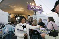 <p>La brève histoire de Yahoo, l'un des pionniers de l'internet grand public, est jalonnée d'erreurs stratégiques qui lui laissent peu de marge de manoeuvres face à l'offre d'achat de près de 45 milliards de dollars (30 milliards d'euros) présentée vendredi par Microsoft. /Photo prise le 9 janvier 2007/REUTERS/Steve Marcus</p>