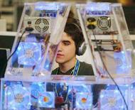 <p>Un ragazzo a un computer in una foto d'archivio. REUTERS PICTURE</p>