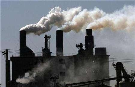 Smoke billows from a factory on the outskirts of Shenyang, northeast China's Liaoning province, May 4, 2007. REUTERS/Stringer