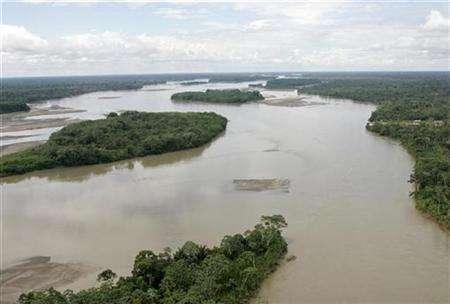 An aerial view of the River Napo located at the Yasuni Park is seen in this file photo taken on May 15, 2007. Ecuador said on Thursday it will fine Spanish oil firm Repsol up to $100,000 for not reporting on time an oil spill near the Yasuni Park, home to rare tropical species and Indian tribes. REUTERS/Guillermo Granja
