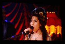 <p>Amy Winehouse in collegamento da Londra con i Grammy a Los Angeles. REUTERS/Mike Blake</p>